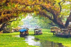 Explore Kerala with Luxury